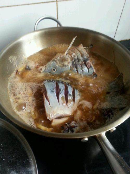 酱炖鲤鱼的做法图解7