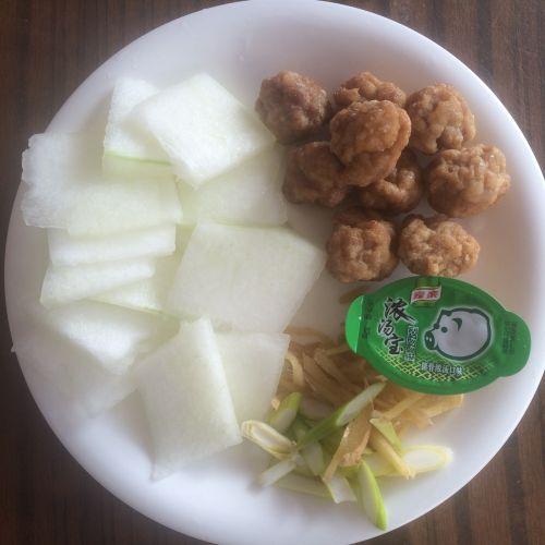 冬瓜丸子粉丝汤的做法图解1