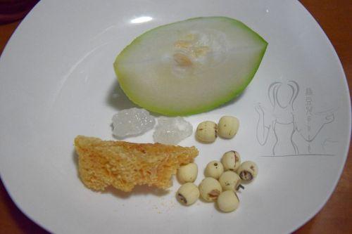 莲子银耳冬瓜汤 的做法图解1