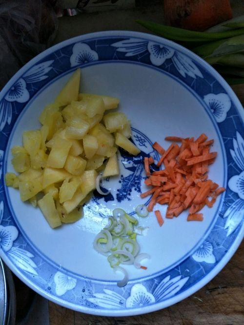 菠萝玉米龙利鱼的做法图解2