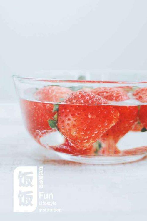 超简单草莓圣诞老人的做法图解2