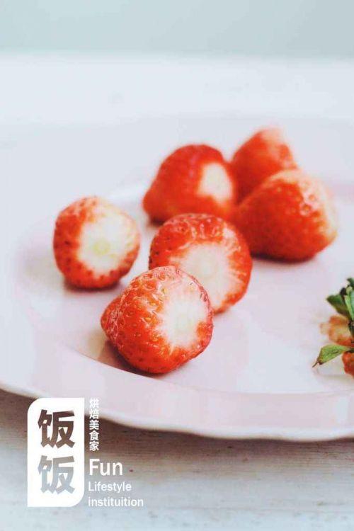超简单草莓圣诞老人的做法图解3