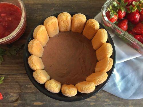 草莓夏洛特冰淇淋蛋糕 2 的做法