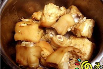 简单美味的高压锅卤猪手的做法图解5