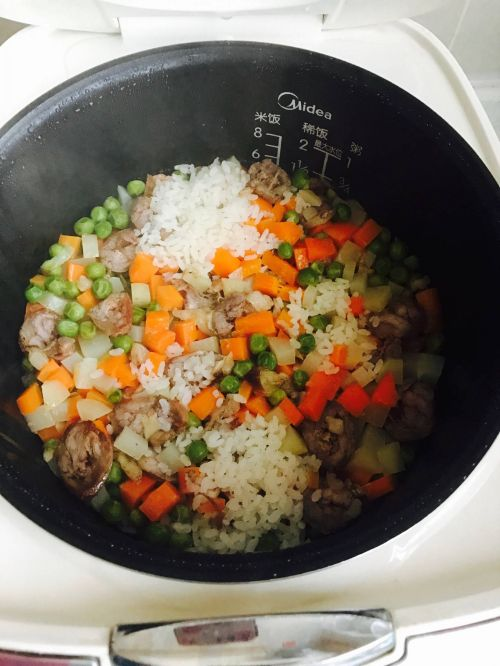 土豆香肠焖饭的做法