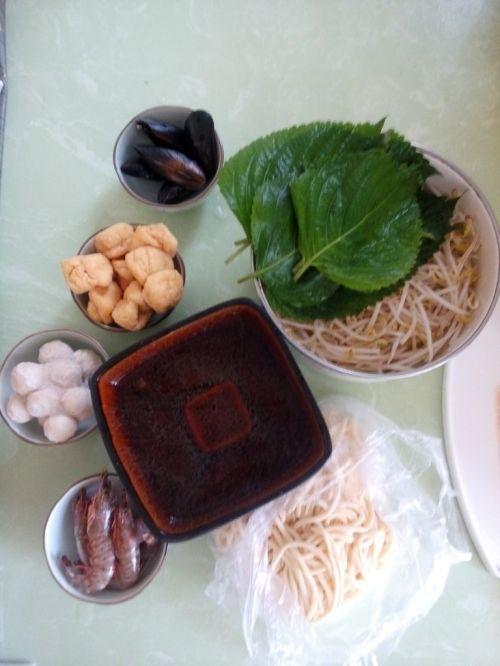 砂锅海鲜汤面的做法图解1