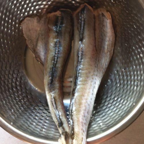 家常炖鳕鱼的做法图解1