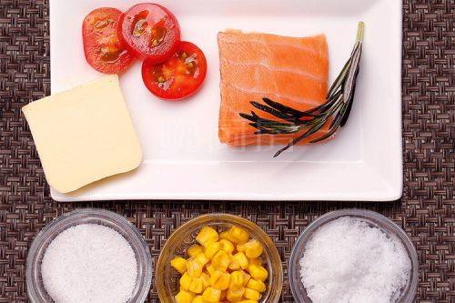 扒三文鱼配粟米牛油汁的做法图解2
