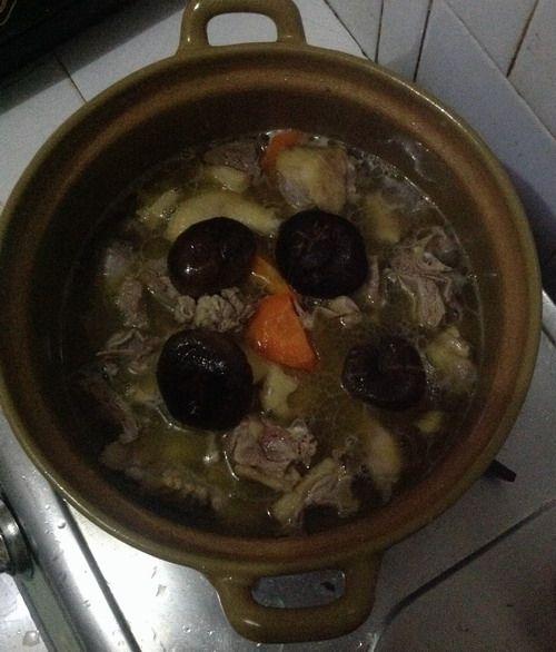特色菜:香菇啤酒鸭的做法图解8