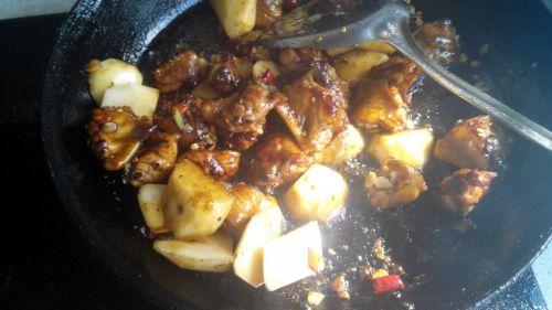 红烧鸡翅土豆的做法图解4
