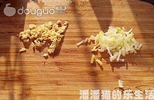 三丝培根炒面的做法图解7