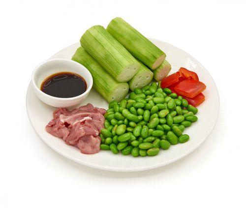 丝瓜毛豆炒肉片 的做法图解1