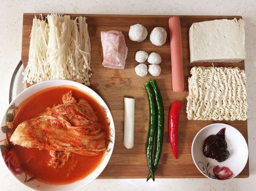 韩式辣白菜汤的做法图解1