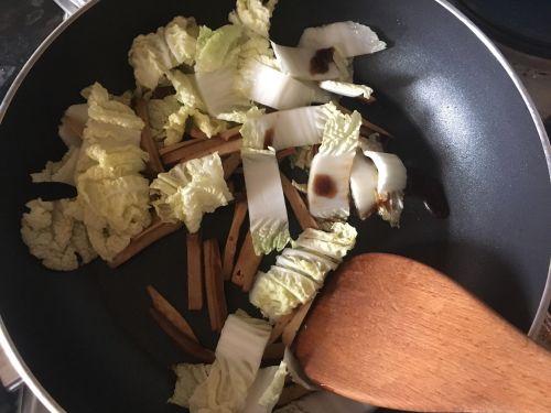 绿豆芽炒面的做法图解3