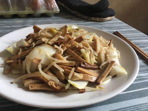 绿豆芽炒面的做法图解6