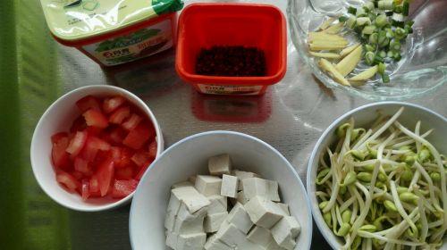 酱香豆芽豆腐的做法图解1