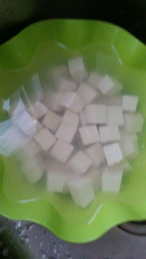 奶白鲫鱼豆腐豆芽汤的做法图解2