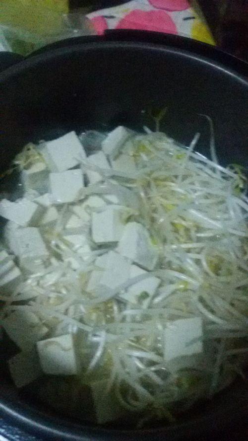奶白鲫鱼豆腐豆芽汤的做法图解7