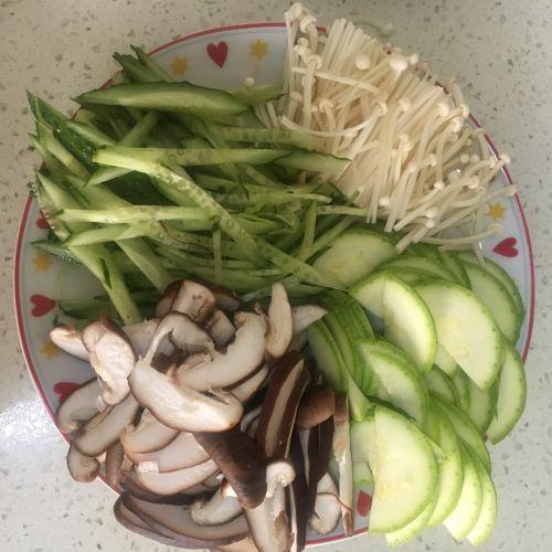 减肥版韩式拌饭的做法图解1