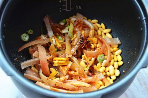 黄豆炖猪皮的做法图解3