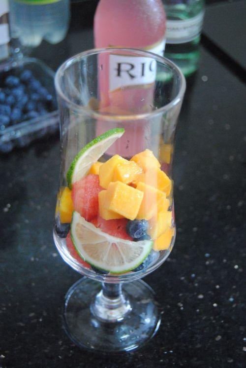 缤纷水果鸡尾酒的做法图解3