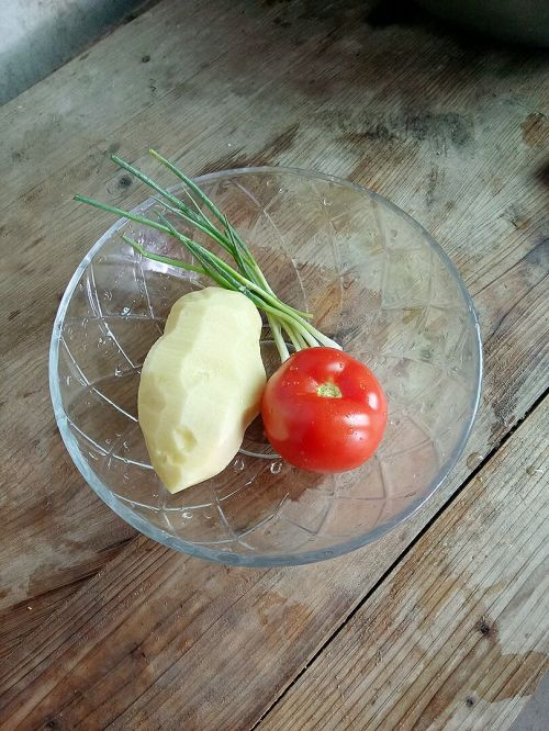 茄汁土豆丝的做法图解1