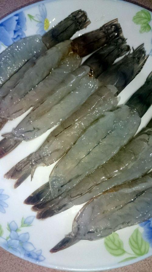 蒜蓉蒸虾的做法图解2