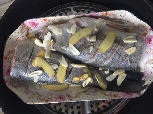 葱油海鲈鱼的做法图解1