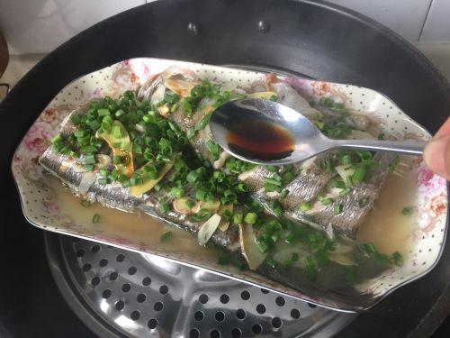 葱油海鲈鱼的做法图解3