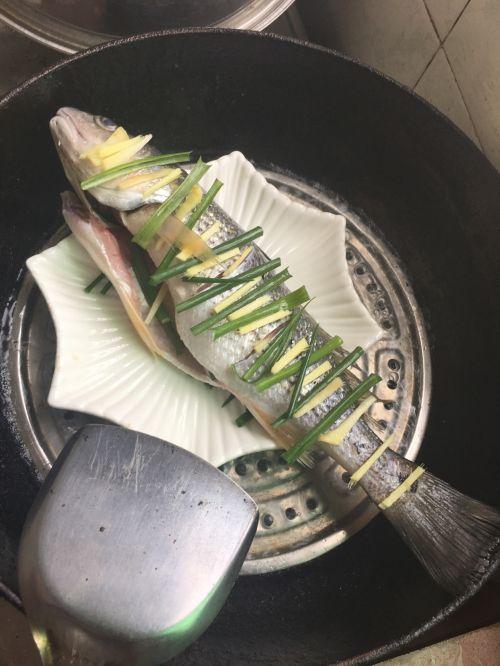 清蒸鲈鱼的做法图解2