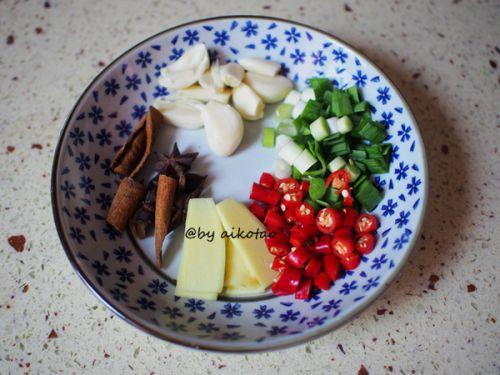 油豆腐烧回锅肉的做法图解2