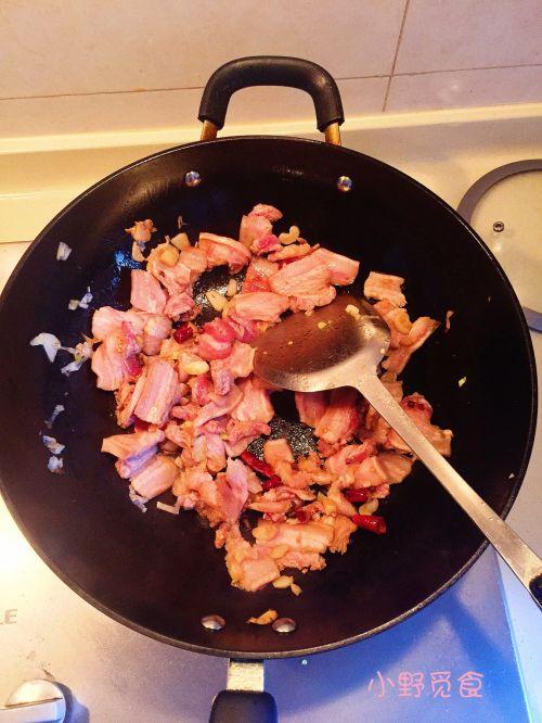 木耳五花肉焖黄豆的做法图解6