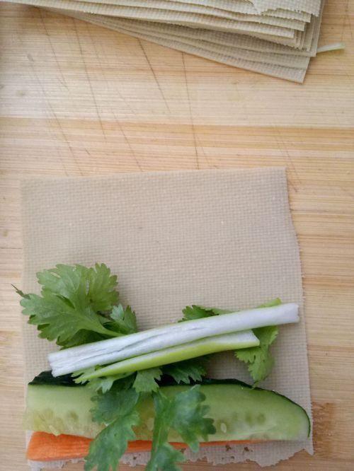 豆皮蔬菜卷的做法图解3