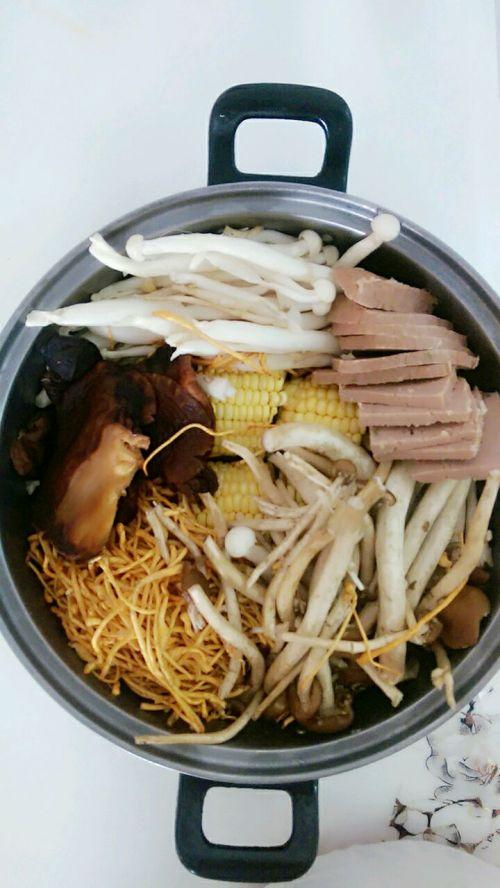 三鲜菌菇汤的做法图解2