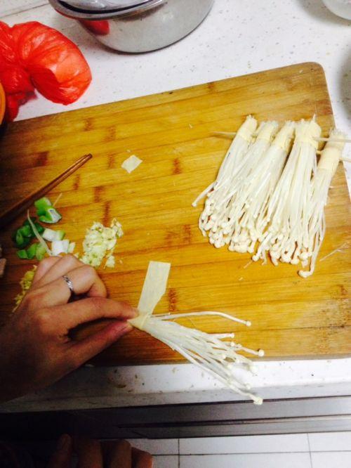 豆皮卷金针菇的做法图解3