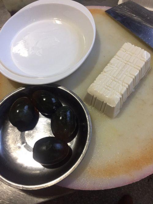 皮蛋拌豆腐的做法图解2