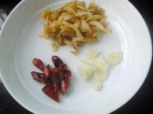 榨菜肉片炒蚕豆 的做法图解3