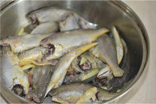 干炸小黄鱼的做法图解2