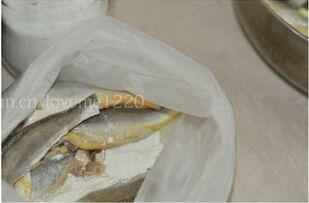 干炸小黄鱼的做法图解4