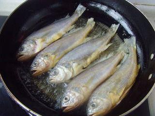 红烧小黄鱼的做法图解5