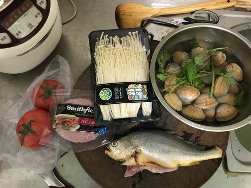 黄鱼蛤蜊鲜汤的做法图解1