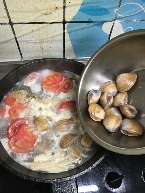 黄鱼蛤蜊鲜汤的做法图解7