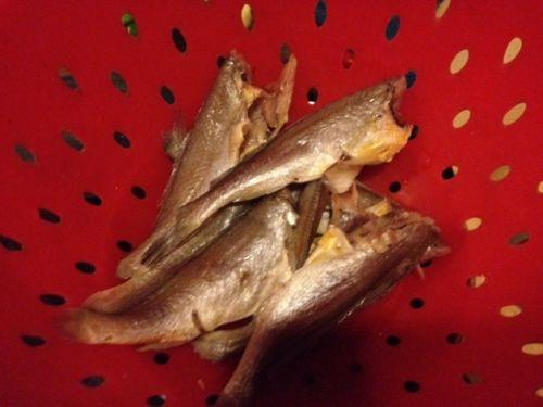干烧小黄鱼的做法图解1