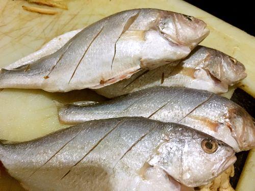 干煎豆鼓鱼的做法图解1