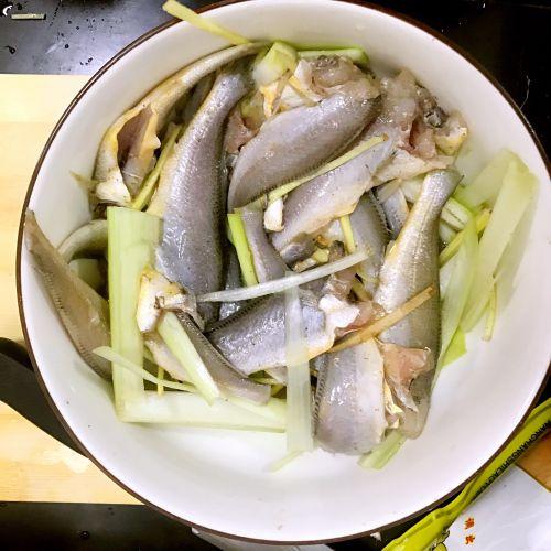 酥香小黄鱼的做法图解8
