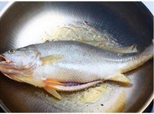 家常炖黄鱼的做法图解2