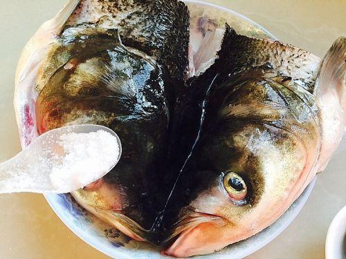 剁椒鱼头的做法图解2