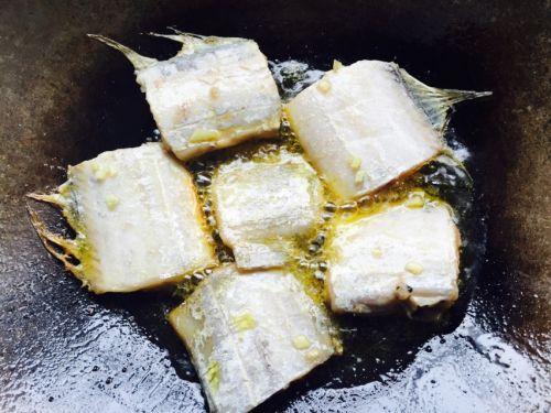 红烧糖醋带鱼的做法图解4