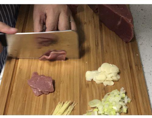 水煮牛肉的做法图解1