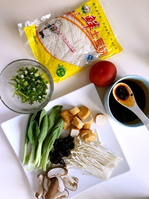 超简单酸辣土豆粉的做法图解1